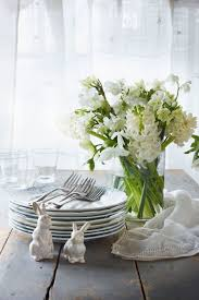 white table settings. 15 Gorgeous And Easy Spring Table Settings For Your Next Party   31Daily.com White
