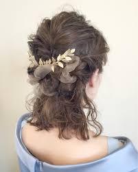 ミディアムのヘアアレンジは簡単かわいいハーフアップでこなれ感を