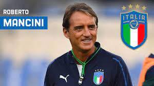 روبرتو مانشيني يوقع عقدا جديدا، متعادلا مع الأزوري حتى 2026