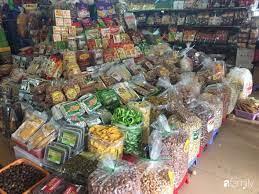 Chợ đầu mối lớn nhất Hà Nội đã tràn ngập đồ khô, bánh kẹo, mứt Tết