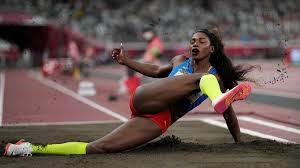 La atleta venezolana yulimar rojas, clasificó este viernes 30 de julio para la final de salto triple que se realizará este domingo, tras alcanzar una marca de 14,77 metros en su primer intento en el estadio olímpico de tokio. Kfaorq3hroybsm
