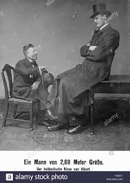 The supposedly 2nd69 meters tall Dutchman Jan van Albert (born: Albert  Johan Kramer) in conversation with a normal sized man Stock Photo - Alamy