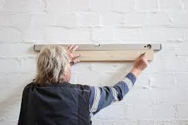 10cm anliegefläche an der wand) und zwei schrauben mit dübeln pro winkel, also 4. Einfach Holzkisten An Der Wand Befestigen Erklarung