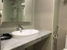 aliya hotel klang klang superior king room bathroom sink