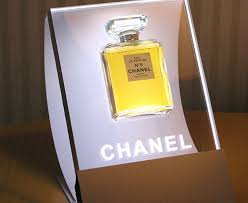 Acrylic Perfume Display Stand Chanel No 100 Retail Merchandising Display Perfume Bottle Set In 20