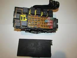 99 01 ford explorer 2 door sport v6 4 0l under hood relay fuse box image is loading 99 01 ford explorer 2 door sport v6