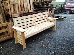 repurposed wooden pallet bench
