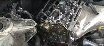 How to Set Up the Timing Chain and Cams on a Toyota 2.4 L Engine ...