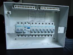 diy wiring a consumer unit and installation distribution board mcbs and the rcd fixed on to the din rail this is easily being done