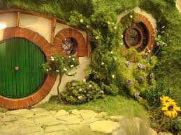 How To Build A Hobbit House My Hand Made Hobbit Hole Bag End From Lord Of The Rings