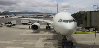 Best Airlines To Fly To Hawaii In First Class Transport