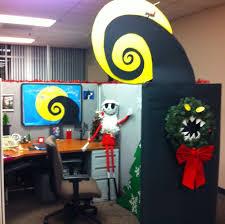 christmas office ideas. nightmare before christmas office cubical decor jack skeleton wreath ideas