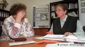 Pensioner Heidemarie M. from Rostock sought help from debt counselor Hannelore Vogler (r). Debt counseling is growing rapidly in Germany - 0,,16368835_404,00