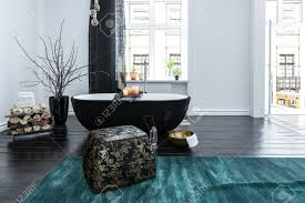 Ungewöhnliche Schwarze Boot Geformte Badewanne In Einem