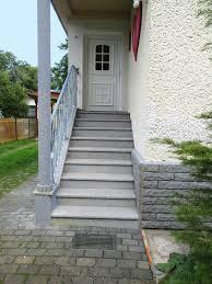 Im gegensatz zu den wohnraumtreppen sind treppen für außen stets den vorherrschenden wetterbedingungen ausgesetzt. Eingangstreppen