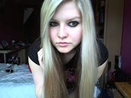 avril lavigne smile make up photo