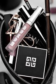 what s in my makeup bag june