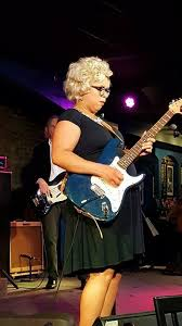 Local singer Ivy Ford performs deep into pregnancy - Aurora news -  NewsLocker