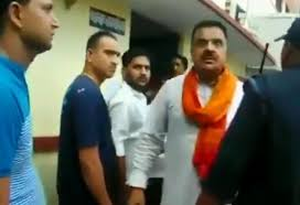 Uttarakhand Bjp Mla Misbehaves With Lady Cop Video Goes Viral