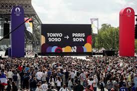 الألعاب الأولمبية: باريس تتسلم الشعلة من طوكيو بعد اختتام دورة 2020