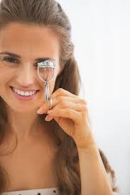 how to use eyelash curler. how to use an eyelash curler