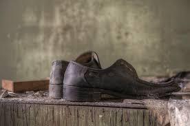 Resultado de imagem para sapato abandonados