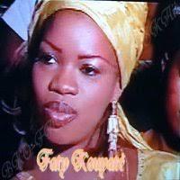 Faty Kouyaté est notre coup de cœur de la semaine. Sa voix suave et envoûtante est semblable au son des instruments et constitue un élément essentiel de son ... - Faty%2520kouyate