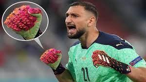 288 مسماراً بقفازات حارس إيطاليا في لقاء بلجيكا - الرياضي - ملاعب دولية -  البيان