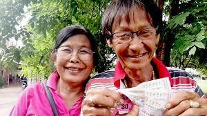 เศรษฐีมาแล้ว คนนครสวรรค์ ถูกหวยรางวัลที่ 1 จำนวน 5 ใบ รับไปเลย 30 ล้าน