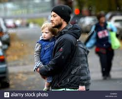 Shane Deary Kerri Russel With Her Husband Shane Deary And Son River The Ing