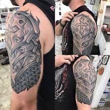 латы как узор барокко тату на плече у парня добавлено иван