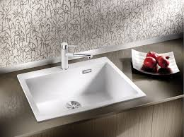 easy to clean flowing transition from the sink s rim to the tap ledge
