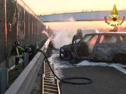 Assalto a un portavalori sull'autostrada A1: furgone in fiamme e chiodi  sulla carreggiata - ilGiornale.it