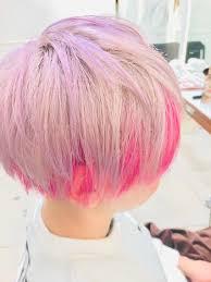 元がほぼ白の髪に 顔周りをピンク 上の残りをヴァイオレットで 薄めに