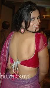 Naughty saree model s blouse struugles to contain her yummy curves.