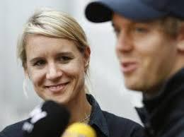 Britta Roeske (l) ist als Pressesprecherin allein für Sebastian Vettel zuständig. Silverstone. Sebastian Vettel hat nun eine eigene Sprecherin. - 300x