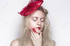 Jeune Belle Voyante Fille Voyante Femme Mode Reine De La Mode Conte De Fées Future Disco De Fête Maquillage Parfait Dart Grand Accessoire Brillant