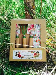 garden gifts for mom. Perfect Mom 3Piece Gardening Set In Garden Gifts For Mom