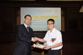 the award presentation ces english essay contest europe in st mr attila nyitrai deputy head of the delegation of european union to thailand presented