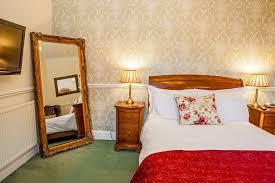 ... The Victoria Hotel Bedroom 5 ...