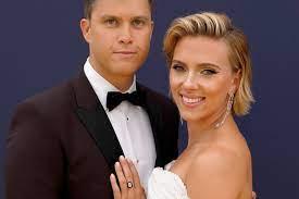 Scarlett Johansson und Colin Jost ...