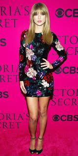 Small Picture Taylor Swift Stuns In Sparkling Minidress Lorraine schwartz
