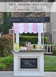 DIY Wood Pallet Lemonade Stand: