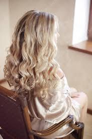 Zdravé Vlasy Kudrnatý účes Dlouho Pohled Zezadu Na Blond Vlasy Ha