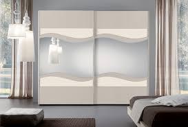 Pareti viola e argento: camera da letto pareti viola triseb
