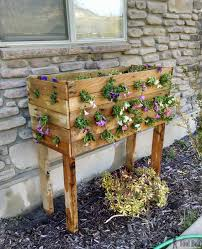 check out these flowers diy pallet planter box for those amazing cascading flower baskets