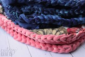 how to make no sew fleece blankets with a braided edge