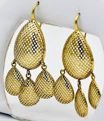 release the artist within and capture all the attention in these classic ray griffith chandelier earrings