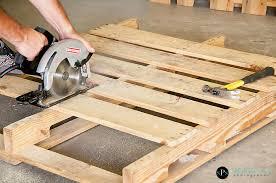 Chuyên bán gỗ thông pallet, nhận bán nan go thong cu, sửa chữa pallet go thong