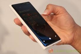 nokia lumia 920 white. black is pretty sleek but the white does look clean. nice choice. nokia lumia 920